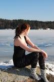 Dziewczyna przy zimy jeziorem Obrazy Royalty Free