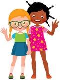 Dziewczyna przyjaciele Kaukascy i amerykanin afrykańskiego pochodzenia w pełnej długości Obraz Royalty Free