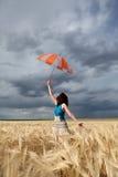 dziewczyna śródpolny parasol Obraz Stock