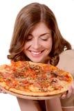 Dziewczyna reklamuje pizzę fotografia stock