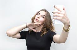 Dziewczyna robi jaźń telefonowi Zdjęcia Royalty Free