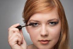 Dziewczyna robi makijażowi Zdjęcia Stock