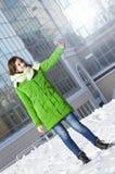 Dziewczyna robi selfie w zima parku Zdjęcie Stock