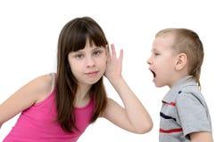 Dziewczyna słucha chłopiec na białym tle Fotografia Stock