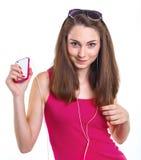 Dziewczyna słucha muzykę. zdjęcia stock