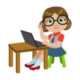 Dziewczyna Siedzi Przy biurkiem Z podołka wierzchołkiem, częścią dzieciaki I Nowożytnymi gadżet seriami Wektorowe ilustracje W sz ilustracji