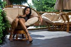 dziewczyna siedzi sama cukierniana Zdjęcie Stock