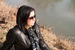 Dziewczyna i rzeka Fotografia Royalty Free