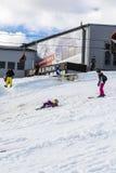 Dziewczyna spadał podczas gdy uczący się narta Obraz Royalty Free