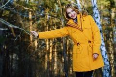 Dziewczyna strzelająca dla zimy zdjęcie stock