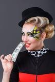 Dziewczyna taksówkarza zjadliwy dolar Zdjęcia Royalty Free