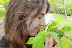 dziewczyna target896_0_ nastoletnią uśmiechniętą wiosna Obraz Stock
