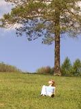 dziewczyna trawnik zdjęcia royalty free