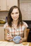 dziewczyna trząść w górę yolks zdjęcie royalty free