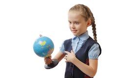 Dziewczyna trzyma światową kulę ziemską na białym tle zdjęcia stock