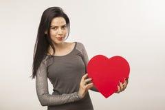 Dziewczyna trzyma dużych rozmiarów serce Zdjęcia Royalty Free