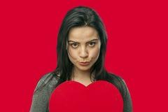 Dziewczyna trzyma dużych rozmiarów serce Obraz Royalty Free