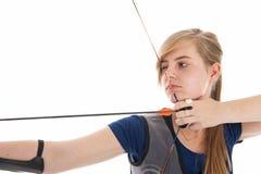 Dziewczyna trzyma strzała w zbliżeniu i łęk Zdjęcia Stock