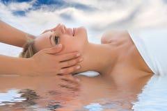 dziewczyna twarzowy masaż Zdjęcia Royalty Free