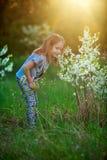 Dziewczyna uśmiechy i szczęśliwy Zdjęcia Royalty Free