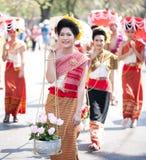 dziewczyna ubierający korowód tradycjonalnie Fotografia Royalty Free