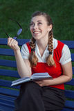 Dziewczyna uczeń w parku Zdjęcie Stock