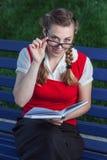 Dziewczyna uczeń w parku Fotografia Stock