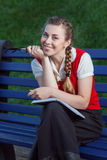 Dziewczyna uczeń w parku Obraz Royalty Free