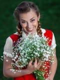 Dziewczyna uczeń w parku z kwiatami Zdjęcie Royalty Free