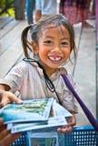 Dziewczyna uliczny sprzedawca w Angkor Wat, Kambodża Obrazy Stock
