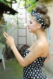 Dziewczyna wącha róże Fotografia Royalty Free