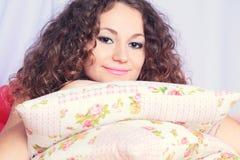 Dziewczyna w łóżku Fotografia Royalty Free