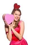 Dziewczyna w ładnych menchiach ubiera z prezenta pudełkiem Zdjęcie Stock