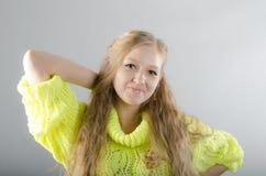 Dziewczyna w żółtym bydle Obraz Stock