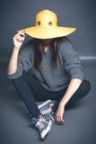 Dziewczyna w żółtym kapeluszu Obraz Stock