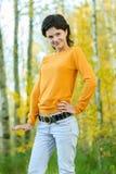 Dziewczyna w żółtym pulowerze fotografia stock