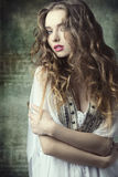 Dziewczyna w antykwarskim moda krótkopędzie Fotografia Stock