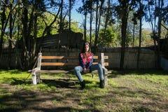 Dziewczyna w ławce Fotografia Royalty Free