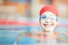 Dziewczyna w basenie zdjęcia stock