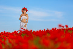 Dziewczyna w białej sukni obrazy stock