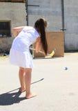 Dziewczyna w białym stażowym hokeju obraz royalty free
