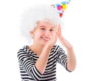 Dziewczyna w białej peruce robi twarzom Fotografia Royalty Free