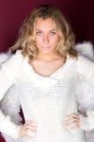 dziewczyna w bielu z aniołów skrzydłami Zdjęcie Stock