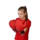 Dziewczyna w bokserskich rękawiczek ostrości na dziewczynie Zdjęcia Stock