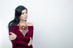 Dziewczyna w Burgundy sukni Zdjęcia Royalty Free