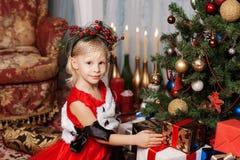 Dziewczyna w czerwonej sukni Zdjęcie Royalty Free