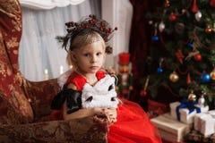 Dziewczyna w czerwonej sukni Obrazy Royalty Free