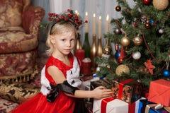 Dziewczyna w czerwonej sukni Obrazy Stock