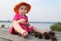 Dziewczyna w czerwonej sukni na naturze Fotografia Stock
