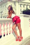 Dziewczyna w czerwonych butach Zdjęcie Stock